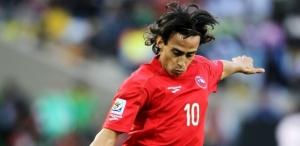 Valdivia voltará a vestir a camisa da seleção chilena (Foto: Christof Koepsel/ Getty Images)