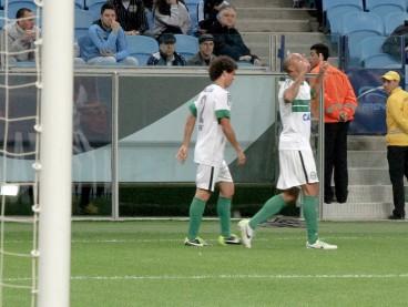 (Deivid marca o gol que deixa o Coritiba na briga pela liderança. Foto: Divulgação/Coritiba)