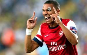 Gibbs marcou um dos gols da vitória dos Gunners (Foto: Agência Reuters)