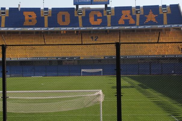 O estádio de La Bombonera é conhecido pela proximidade da torcida com os jogadores