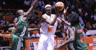 Hervé Lamizana (meio) é o principal nome da seleção da casa. (Foto: Divulgação/FIBA)