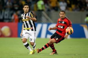 (Edílson foi o destaque do jogo, participando dos lances ofensivos e marcando o gol do seu time. Foto: Divulgação/Site Oficial do Botafogo)