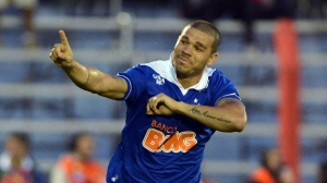 Nilton marcou o primeiro gol do Cruzeiro contra o Inter (Foto: Getty Images)