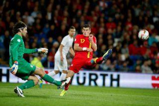 No Grupo A, a Sérvia bateu o País de Gales por 3x0 (Foto: Matt Dunham/The Associated Press)