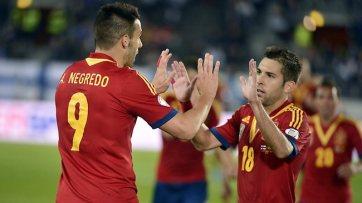 Negrego (esq.) e Alba (dir.) comemoram um dos gols contra a Finlândia (Foto: Getty Images)