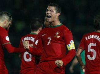 Cristiano Ronaldo marcou um hat-trick contra a Irlanda (Foto: Cathal McNaughton/  Reuters)