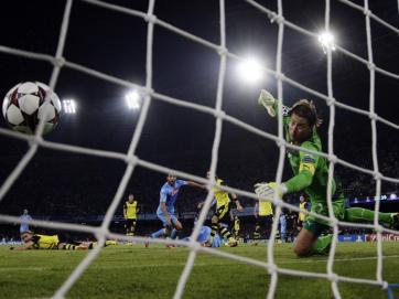 O atacante Higuain foi quem abriu o placar da partida para o Napoli (Reuters)