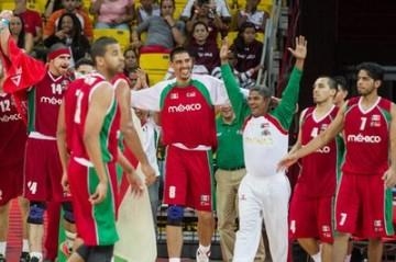 Seleção mexicana comemora primeiro lugar na segunda fase. (Foto: Reprodução/TeleSur)