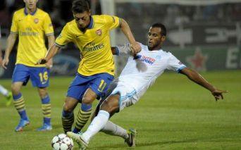 O meia Ozil fez a sua segunda partida pelo Arsenal, se bateu um pouco na marcação mas fez um bom jogo. (Foto: Panoramic)