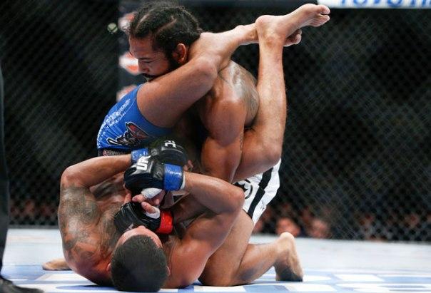 Pettis finaliza Hendo ( Foto: MMA Fighting)