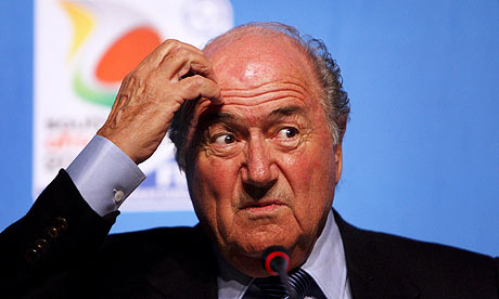 """Blatter, o presidente da maior entidade de futebol do planeta, """"quebra a cabeça"""" para a Copa de 2014 (Foto: Jon Hrusa/EPA)"""