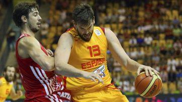 Vitais para seus equipes, Tomic (esq.) e Gasol (dir.) estão disputando o EuroBasket. (Foto: TeInteresa)