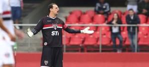 Rogério Ceni saiu de campo reclamando da arbitragem (Foto: Rubens Chiri/saopaulofc.net)