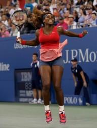 Serena comemora vitória difícil contra Azarenka (Foto: Reuters)
