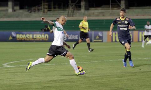 Júlio César marcou o gol da vitória alviverde (Foto: Reprodução Site Oficial do Coritiba)