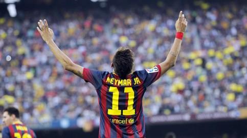 O craque brasileiro foi aplaudido por todos no estádio, após sua bela atuação no clássico. (Foto: Divulgação/Site Oficial do Barcelona)
