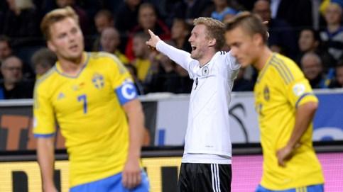 Schürrle comemora um dos três gols que fez contra a Suécia (Foto: AFP)