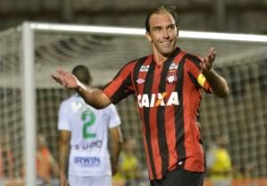 O camisa 30 do Furacão jogará até o fim da carreira pelo clube (Foto: Divulgação/Atlético-PR)