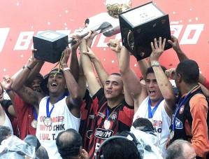 Campeões nunca mais serão esquecidos pela torcida (Foto: Reprodução Globoesporte)