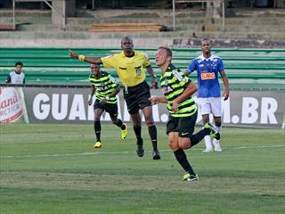 Lateral Carlinhos marcou um gol e ainda deu uma assistência, ajudando seu time a conquistar a vitória. (Foto: Divulgação/Site Oficial do Coritiba)