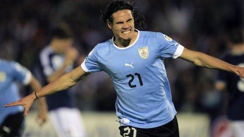Cavani comemora o gol que deu a vitória para o Uruguai (Foto: Reuters)