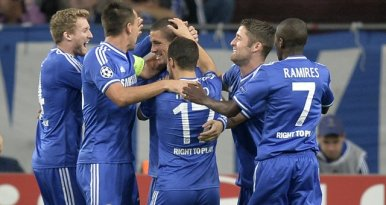 Jogadores do Chelsea comemoram um dos gols da vitória sobre o Schalke (Foto: Reprodução/ Site Oficial do Chelsea)