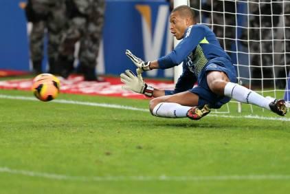 Goleiro voltou a ter um dia de herói, pegando três penalidades.  (Foto: Divulgação/Site Oficial Grêmio FBPA)
