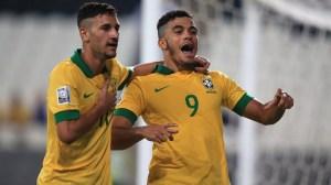 Mosquito (dir.) é um dos destaques da seleção brasileira sub-17 (Foto: Getty Images)