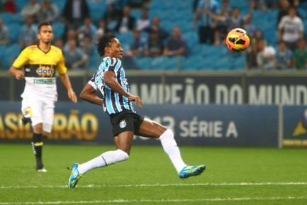 O veterano Zé Roberto voltou a ser titular depois que se recuperou de uma lesão. (Foto: Divulgação/Site Oficial do Grêmio)