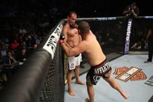 (Novamente de guarda baixa, Cigano foi alvo fácil para o wrestler americano. Foto: Divulgação/UFC)