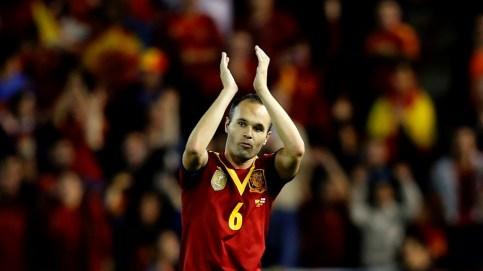 O craque Iniesta comemora a classificação da Espanha (Foto: AFP)