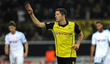 O centroavante Lewandowski foi o destaque da partida com 2 gols marcados (Foto: Divulgação/Facebook)