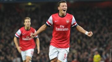 Ozil conduziu o meio-campo de sua equipe e ainda definiu o placar no começo do jogo (Foto: Divulgação/Site Oficial do Arsenal)