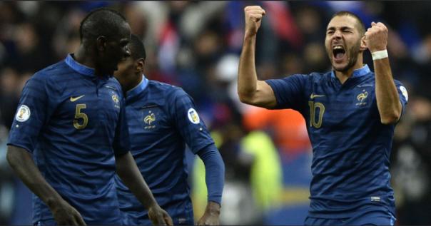 Sakho e Benzema marcaram pela França no primeiro tempo (Foto: AFP)