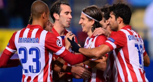 Jogadores do Atlético comemoram o gol de Filipe Luís (Foto: AFP PHOTO / Pierre-PhilIppe)