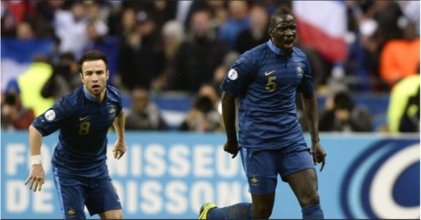 """Malandro, Sakho foi importante na vitória dos """"Bleus"""" (Foto: Franck Fife/AFP)"""