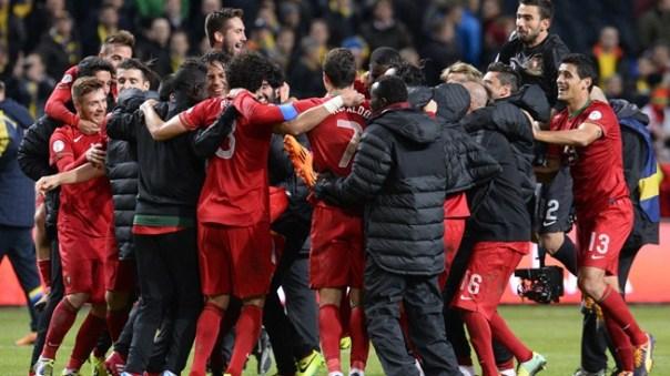 Portugueses comemoram classificação após grande apresentação de Cristiano Ronaldo (Foto: AFP)